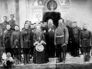 Участники крестного хода 1914 г., перед отправкой на фронт