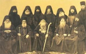 Часть братии и гости русского монастыря 19 века с духовником обители Иеронимом