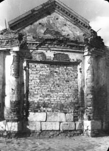 """Стена корпуса где находились кельи монашек. Конец 1950х годов. Из книги Н.Белых """"Частичка Родины"""""""