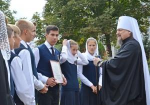 С победой на конкурсе юных знатоков поздравил митрополит Белгородский и Старооскольский Иоанн (Попов)
