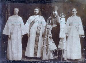 Епископ Онуфрий с диакон Василием Халявко и иподьяконы. г. Харьков