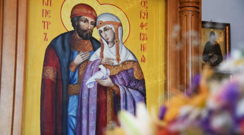 Удивительная икона святых Петра и Февронии появилась в Сретенском храме в Лапыгино